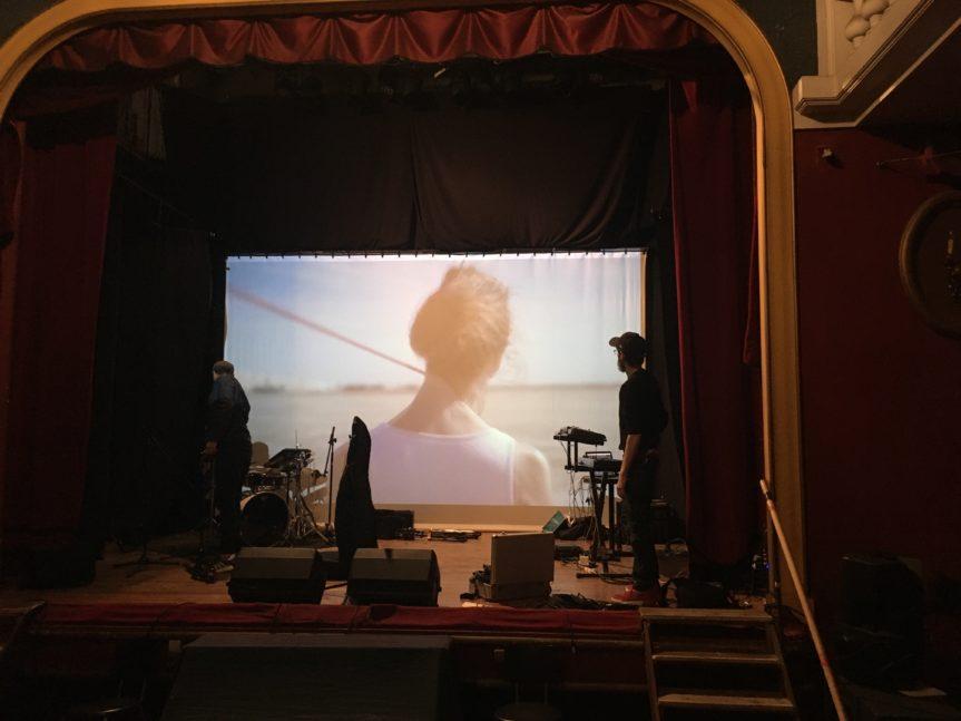 Siska présente son nouveau clip au théâtre de l'Oeuvre